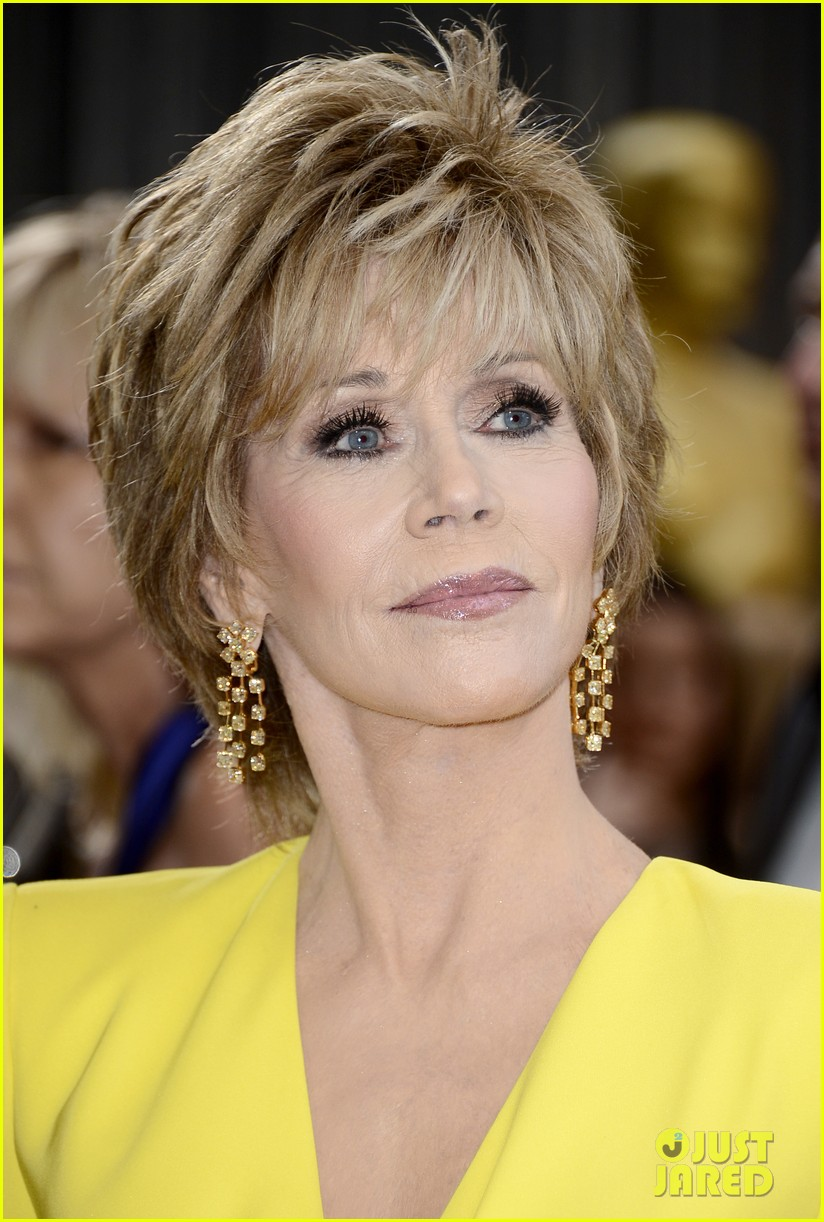 jane-fonda-oscars-red-carpet-2013-02.jpg